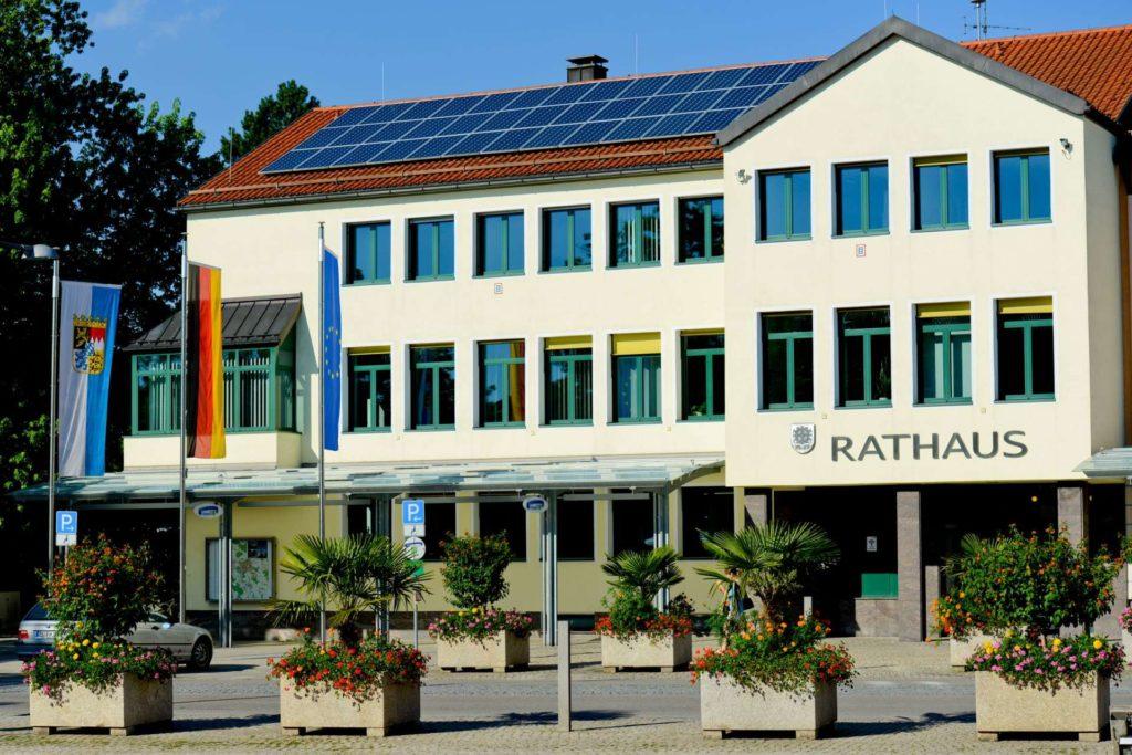 Frontalansicht Rathaus Traunreut