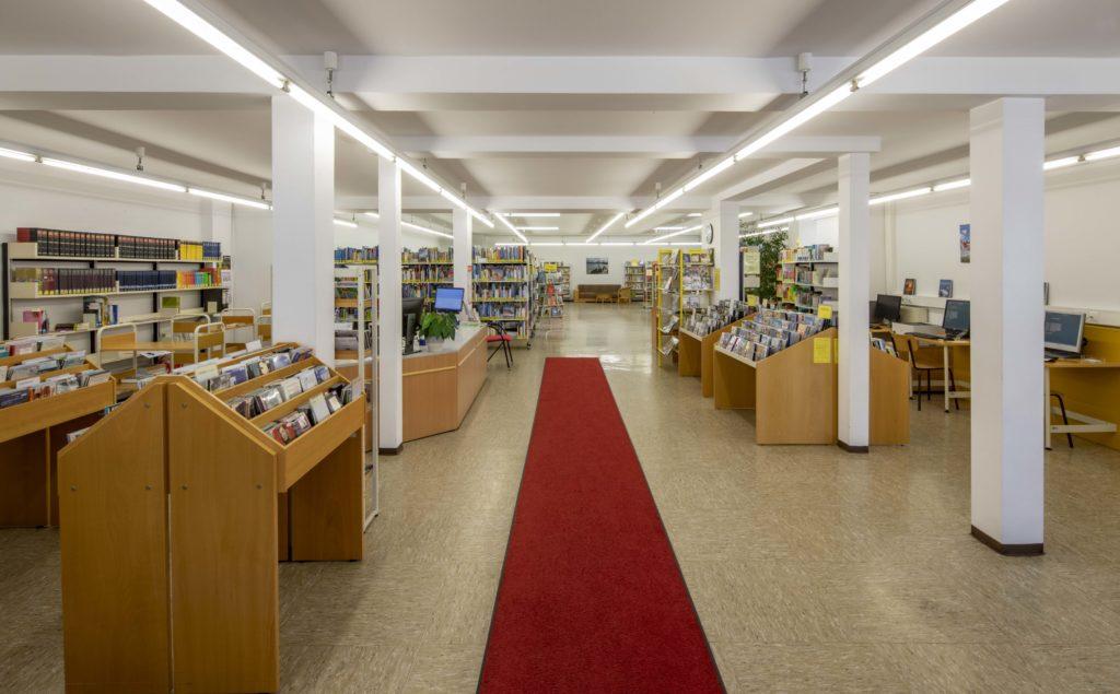 Stadtbücherei Eingangsbereich - Michael Voit