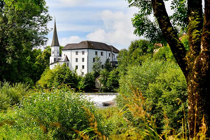 Schloss Pertenstein Traunreut Umgebung Natur