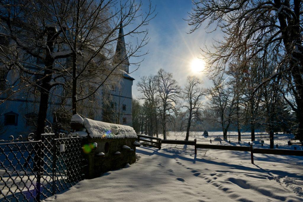 Winterbild Schloss Pertenstein Traunreut