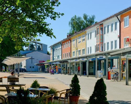 Traunreut Rathausplatz Ortsmitte Einkaufen Einzelhandel