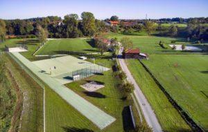 städt. Schulsportanlage und Fußballplatz TSV Traunwalchen von oben