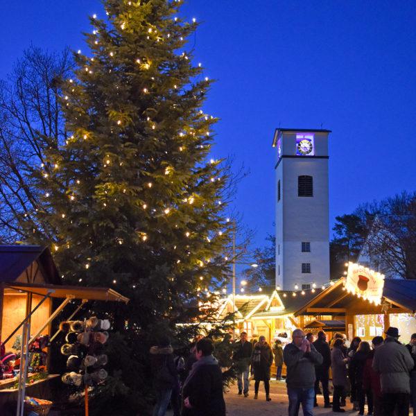 Der Traunreuter Weihnachtsmarkt auf dem Rathausplatz