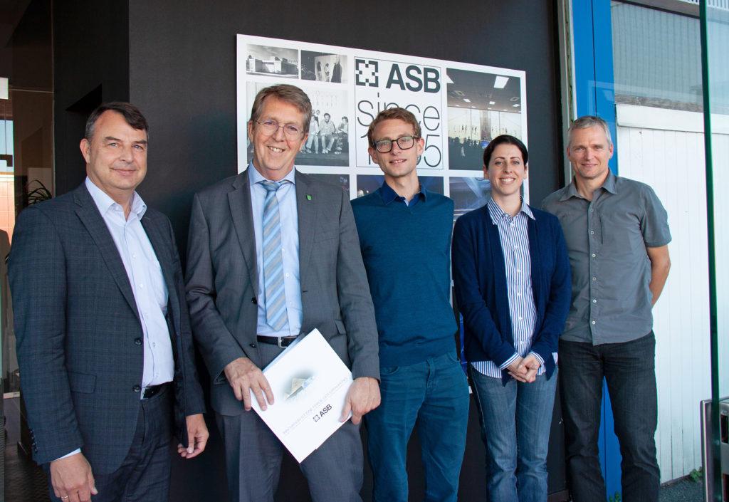 Verterter der Stadtverwaltung beim Betriebsbesuch der Firma ASB Systembau mit Christof Babinsky und Sophie Eckhardt