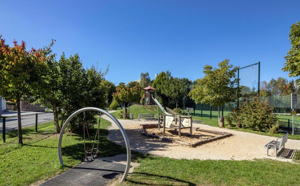 Kinderspielplatz in Traunreut an der Geschwister-Scholl-Straße