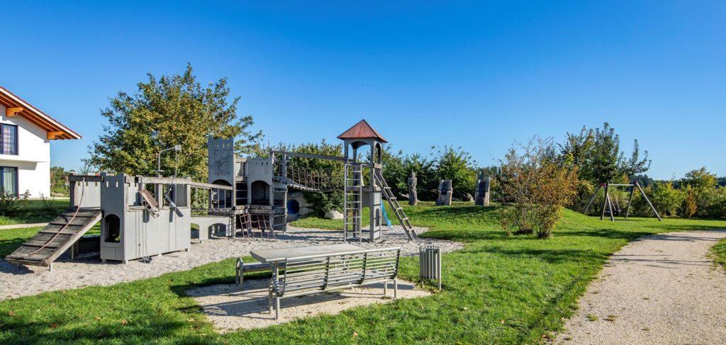 """Kinderspielplatz in Traunwalchen, Wohngebiet """"Frauenbrunn"""""""