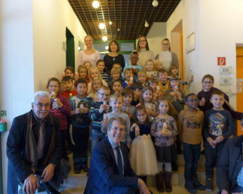 Traunreut Christbaum Kindergartenkinder
