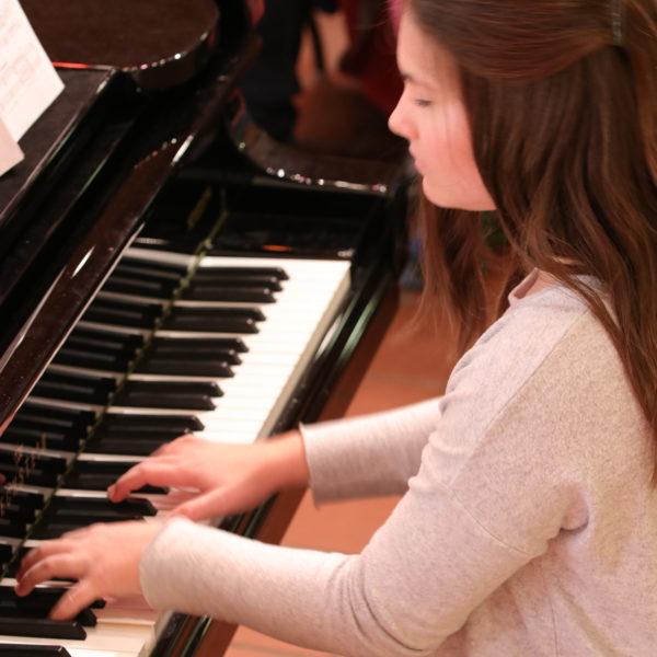 Musikschulkonzert mit Klavier und Cello: Musikschüler von Viola Matthias