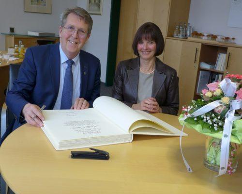 Traunreut Bürgermeister Danner Marlies Ehrung Goldenes Buch Europameisterin