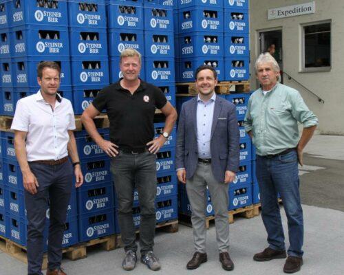Bürgermeister und Geschäftsführung der Schlossbrauerei Stein