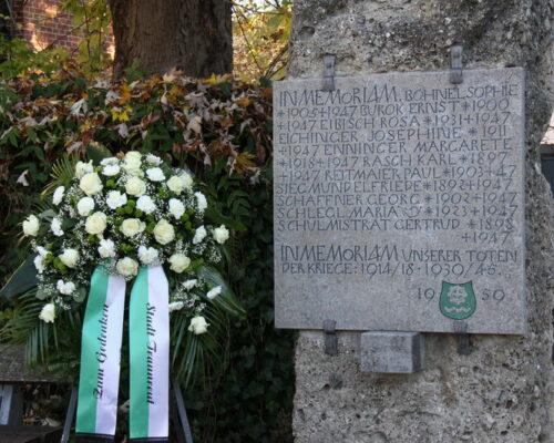 Volkstrauertag Traunreut mit Kranz und Gedenktafel 2020