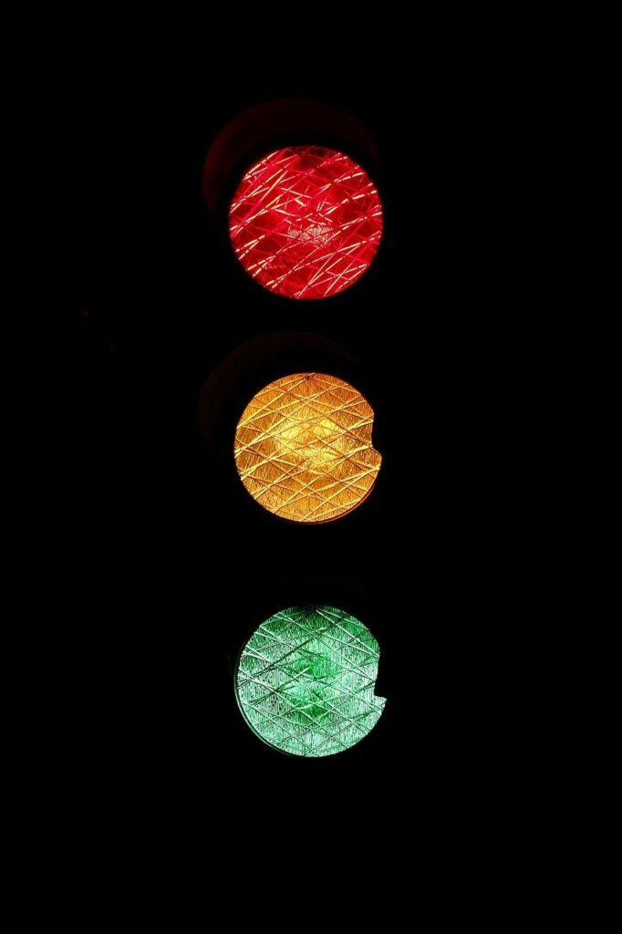 Ampelzeichen - Lichtzeichen Corona Testzentren Traunstein
