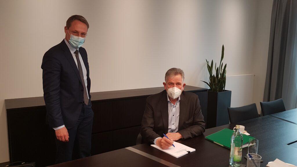 Unterzeichnung Notarvertrag für MunaPark