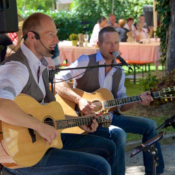 """Sommer dahoam mit der Band """"7 Miles"""" und Foodtrucks am Rathausplatz Traunreut"""
